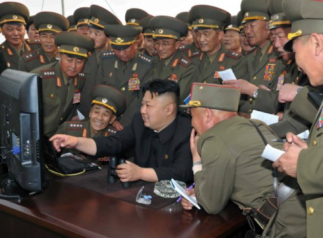 Kim Jong Un et son état major, AFP PHOTO / KCNA VIA KNS