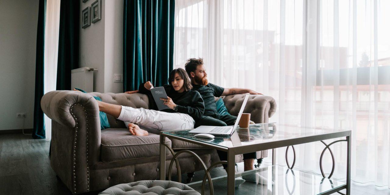 Se confiner ensemble ou séparément ? Une question cruciale pour les jeunes couples
