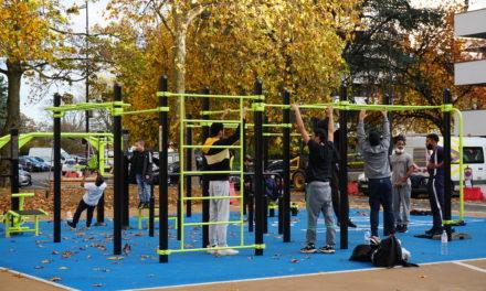 À Fontenay-sous-Bois, l'installation de l'aire de street workout en plein confinement, ravit les habitants