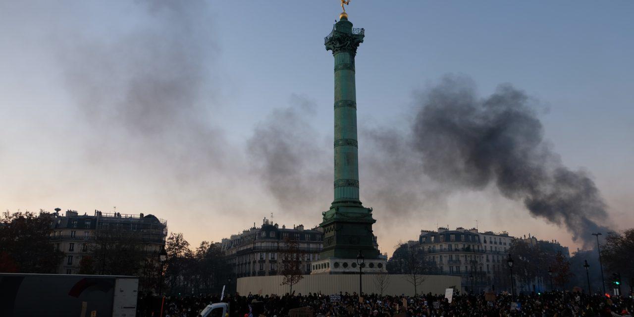 Manifestation « Sécurité globale » : une ambiance hostile aux forces de l'ordre sur la Place de la Bastille