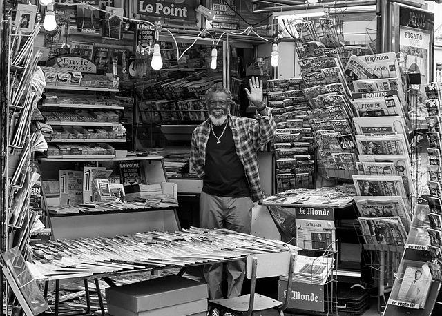Vendeurs de journaux : les oubliés du web